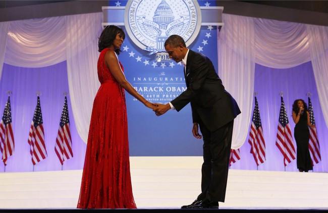 Những khoảnh khắc đáng nhớ bên vợ con của Obama - Ảnh 20.