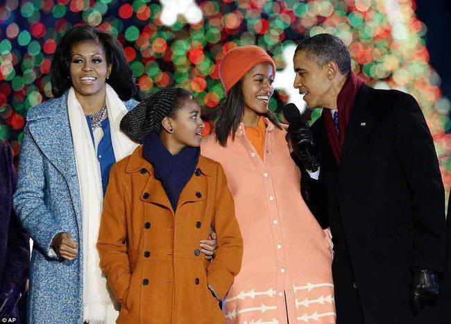 Những khoảnh khắc đáng nhớ bên vợ con của Obama - Ảnh 30.