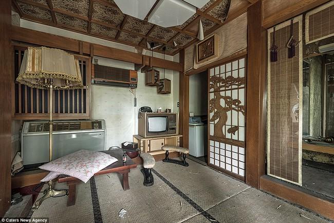 Sởn da gà khi khám phá nhà nghỉ tình dục bị bỏ hoang nổi tiếng tại Nhật Bản 3