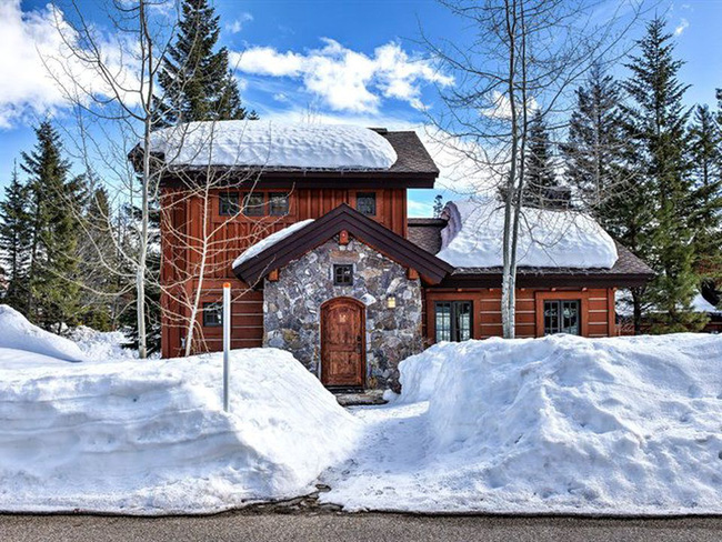 9 ngôi nhà có tuyết bao phủ đẹp như mùa đông ở xứ sở thần tiên - Ảnh 4.