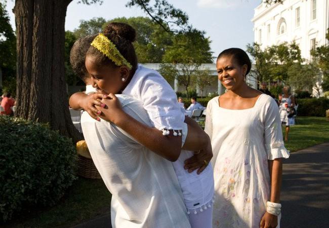 Những khoảnh khắc đáng nhớ bên vợ con của Obama - Ảnh 8.