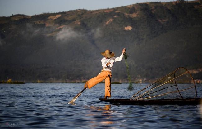 Cuộc sống yên bình trên hồ Inle - Ảnh 5.