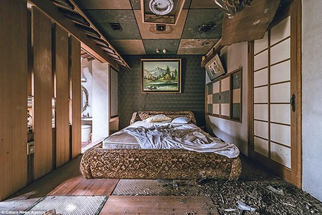 Sởn da gà khi khám phá nhà nghỉ tình dục bị bỏ hoang nổi tiếng tại Nhật Bản 5