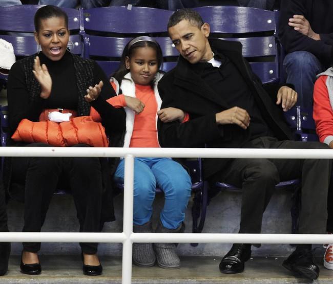 Những khoảnh khắc đáng nhớ bên vợ con của Obama - Ảnh 10.