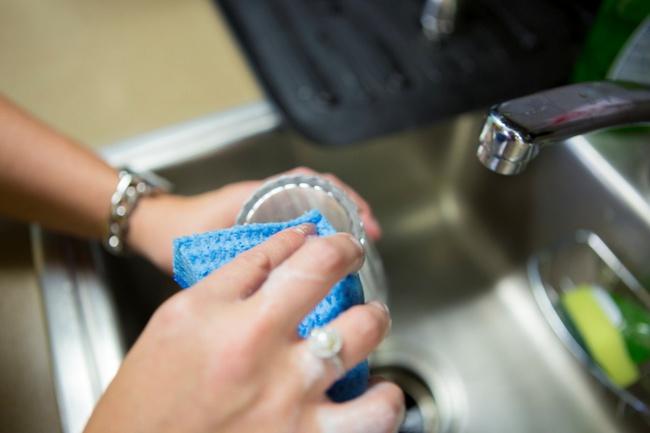 Gỡ nhãn dán trên đồ dùng một cách thần tốc, sạch bóng chỉ nhờ vài thủ thuật nhỏ - Ảnh 6.