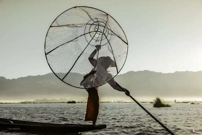 Cuộc sống yên bình trên hồ Inle - Ảnh 6.