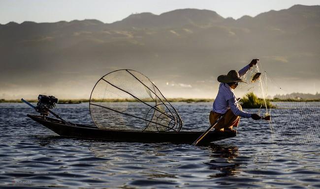 Cuộc sống yên bình trên hồ Inle - Ảnh 7.