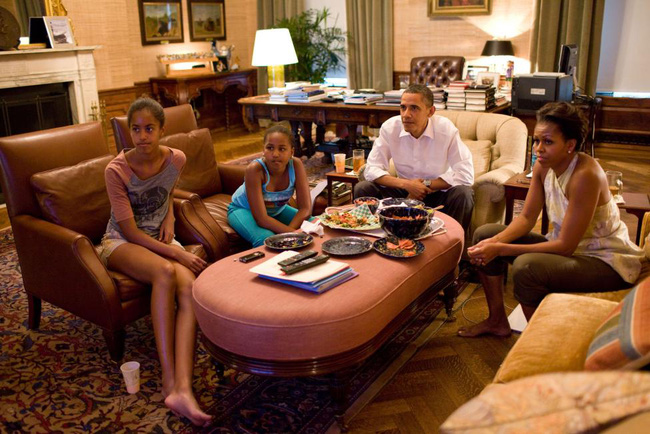Những khoảnh khắc đáng nhớ bên vợ con của Obama - Ảnh 14.