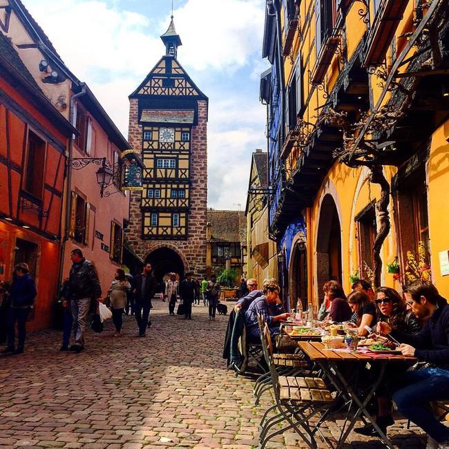 10 ngôi làng đẹp như thiên đường dưới hạ giới của nước Pháp - Ảnh 27.