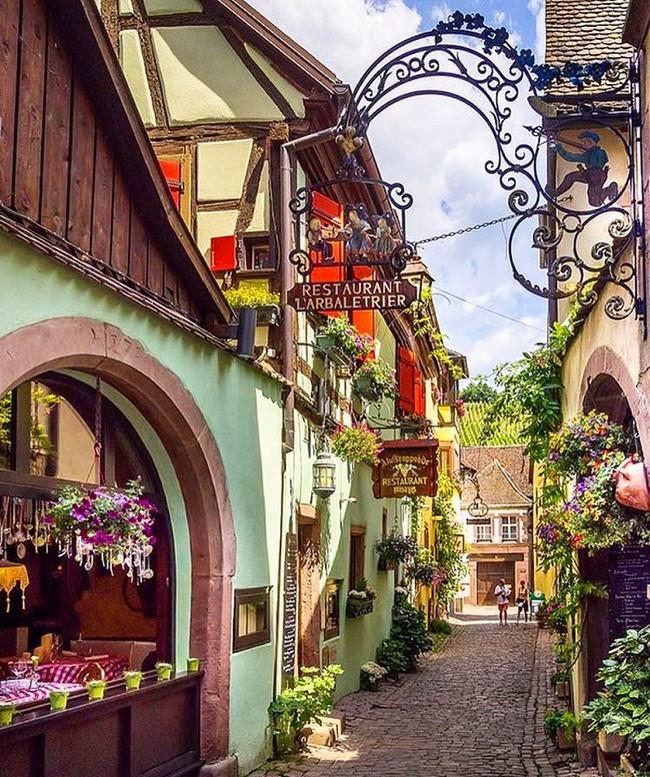 10 ngôi làng đẹp như thiên đường dưới hạ giới của nước Pháp - Ảnh 28.