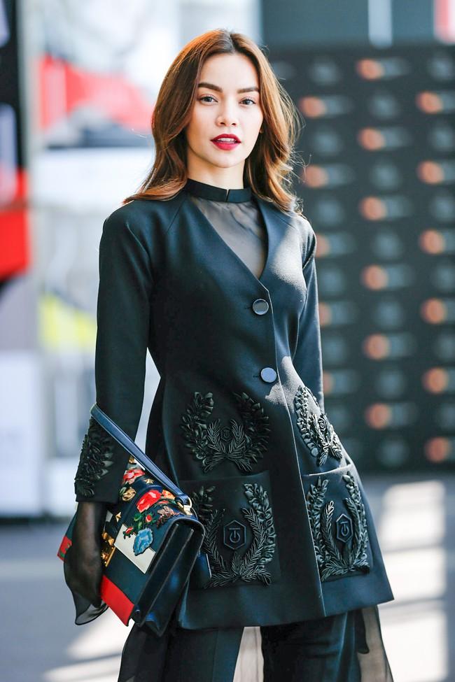 Những người đẹp Việt rất trung thành với một hãng túi hiệu - Ảnh 22.