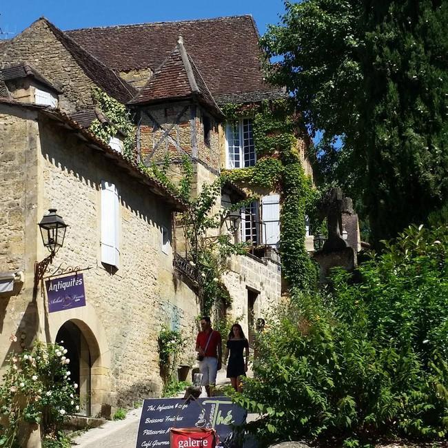 10 ngôi làng đẹp như thiên đường dưới hạ giới của nước Pháp - Ảnh 13.