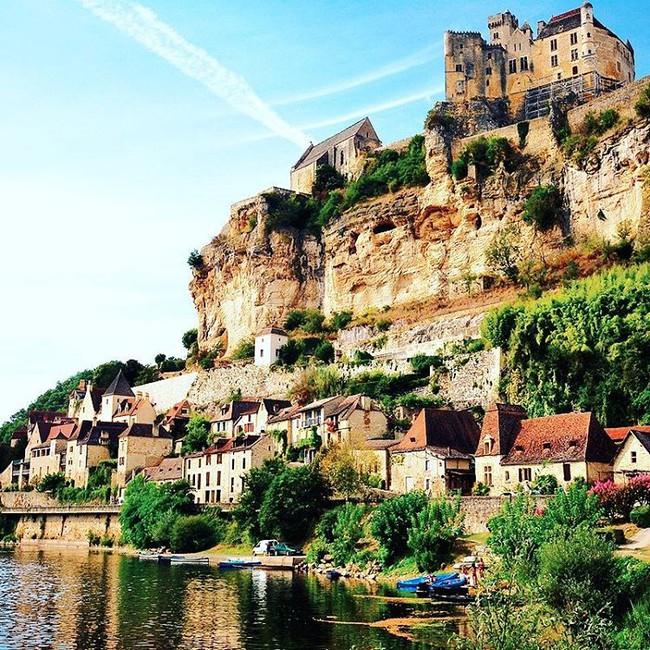 10 ngôi làng đẹp như thiên đường dưới hạ giới của nước Pháp - Ảnh 15.