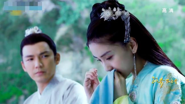 Lụi tim với cảnh Chung Hán Lương cưỡng hôn Angelababy - Ảnh 1.