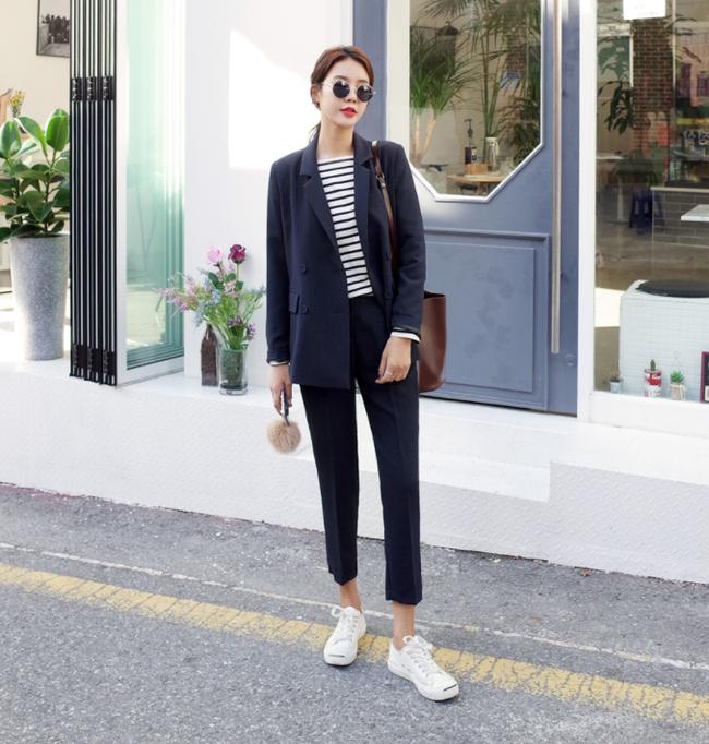 Áo phông dài tay: tưởng chừng đơn điệu lại có nhiều cách diện đẹp không ngờ - Ảnh 10.
