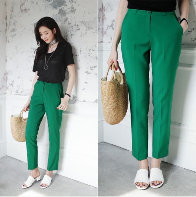Diện quần dài vào mủa nắng nóng sẽ không còn là nỗi ám ảnh nhờ những mẫu quần jeans, quần vải này - Ảnh 2.