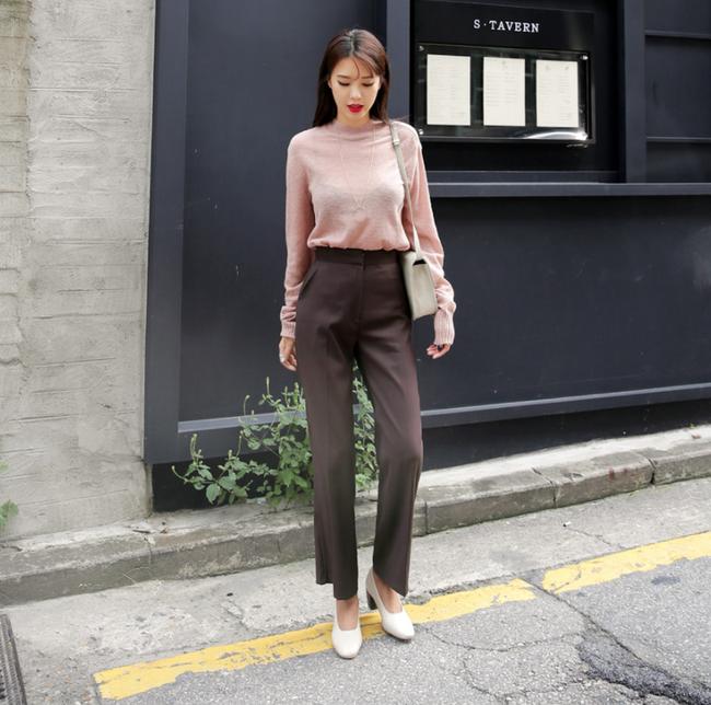 Diện quần dài vào mủa nắng nóng sẽ không còn là nỗi ám ảnh nhờ những mẫu quần jeans, quần vải này - Ảnh 11.