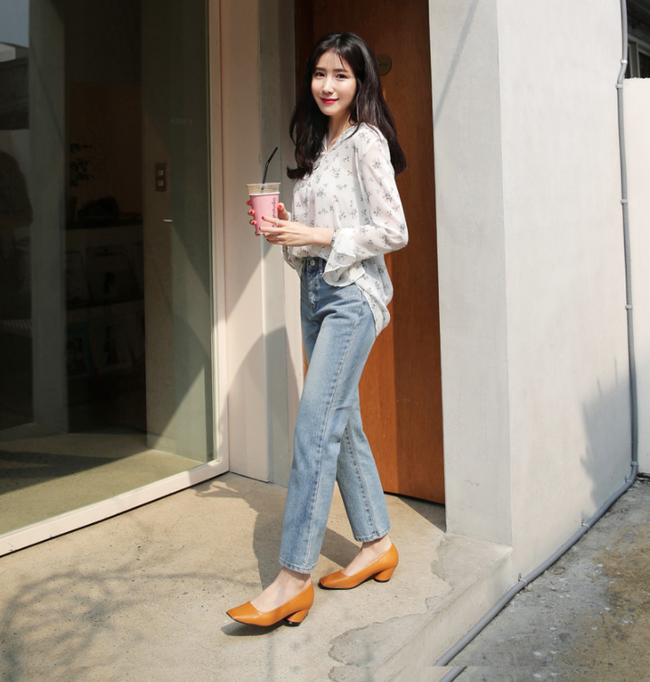 Diện quần dài vào mủa nắng nóng sẽ không còn là nỗi ám ảnh nhờ những mẫu quần jeans, quần vải này - Ảnh 12.