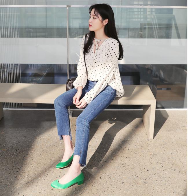 Diện quần dài vào mủa nắng nóng sẽ không còn là nỗi ám ảnh nhờ những mẫu quần jeans, quần vải này - Ảnh 20.