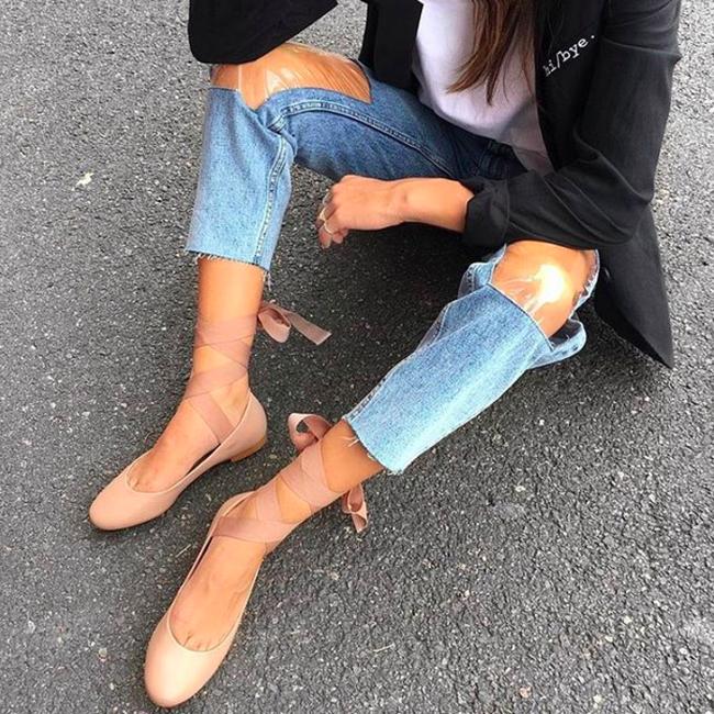 Các hãng thời trang liên tiếp tung ra những kiểu quần jeans lạ đời khiến dân tình mắt tròn mắt dẹt - Ảnh 4.