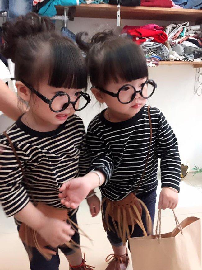 Hai bé song sinh cực đáng yêu với nụ cười happy smile đốn tim bất cứ ai - Ảnh 8.
