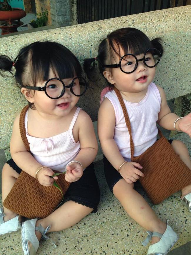 Hai bé song sinh cực đáng yêu với nụ cười happy smile đốn tim bất cứ ai - Ảnh 11.