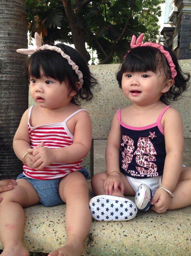 Hai bé song sinh cực đáng yêu với nụ cười happy smile đốn tim bất cứ ai - Ảnh 10.