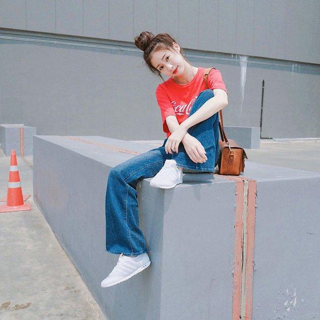 Street style châu Á: không hẹn mà gặp, các quý cô châu Á đều đồng loạt chuyển sang style nữ tính bất ngờ - Ảnh 17.