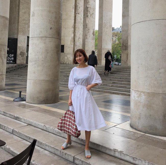 Street style châu Á: không hẹn mà gặp, các quý cô châu Á đều đồng loạt chuyển sang style nữ tính bất ngờ - Ảnh 1.