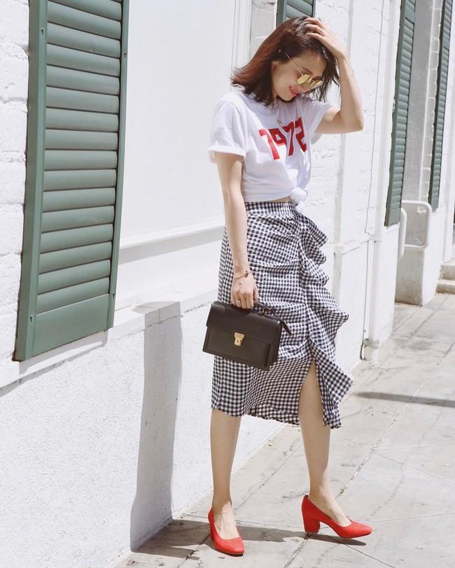 Street style châu Á: không hẹn mà gặp, các quý cô châu Á đều đồng loạt chuyển sang style nữ tính bất ngờ - Ảnh 13.