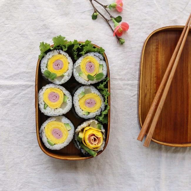 Chẳng cần khéo léo, bạn vẫn có thể làm sushi hoa thật dễ dàng - Ảnh 7.