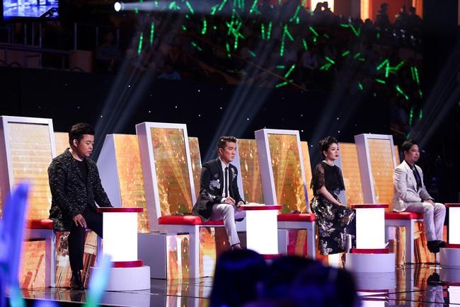 Lệ Quyên - Quang Lê rời ghế nóng, chạy lên sân khấu nhảy múa tưng bừng với thí sinh - Ảnh 1.