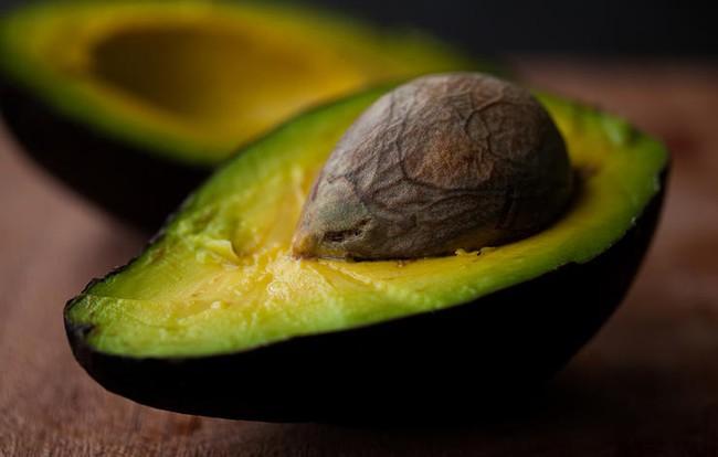 6 thực phẩm quen thuộc hàng ngày các bác sĩ da liễu khuyên bạn nên dùng để tốt cho da - Ảnh 2.