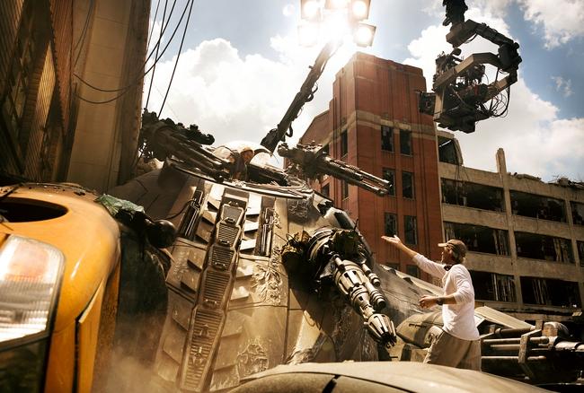 Ông hoàng cháy nổ tiết lộ kĩ thuật tốn kém 15 triệu đô trong bom tấn Transformers phần mới nhất - Ảnh 2.