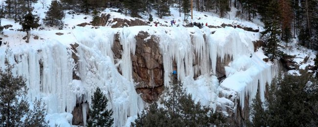 Những thác nước đóng băng đẹp hiếm thấy trên thế giới - Ảnh 2.