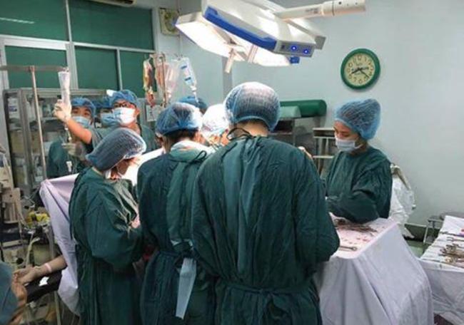 TP.HCM: 4 bệnh viện phối hợp cứu sống thai phụ vỡ tử cung nguy kịch - Ảnh 1.
