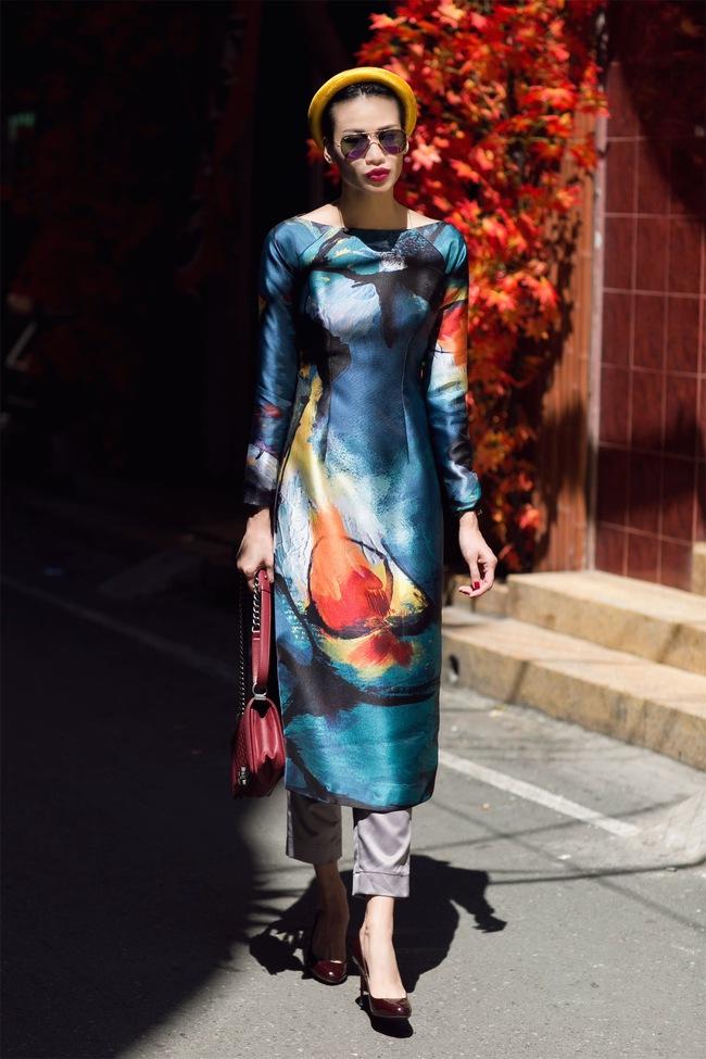 Không gì Tết hơn việc khoe dáng trong những thiết kế áo dài thướt tha dạo phố đầu Xuân - Ảnh 22.