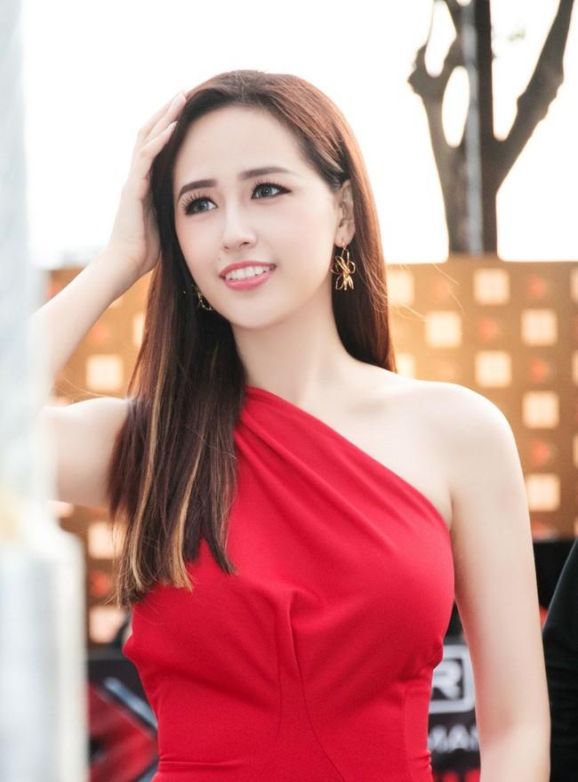 Nguyễn Thị Thành: Từ cô gái mang 3 chiếc váy đi thi HH đến người đẹp đen đủi nhất và chuyện của chiếc răng! - Ảnh 3.