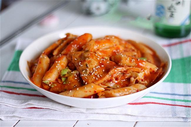 Làm bánh gạo cay chuẩn vị Hàn hóa ra lại dễ hơn bạn tưởng rất nhiều - Ảnh 5.