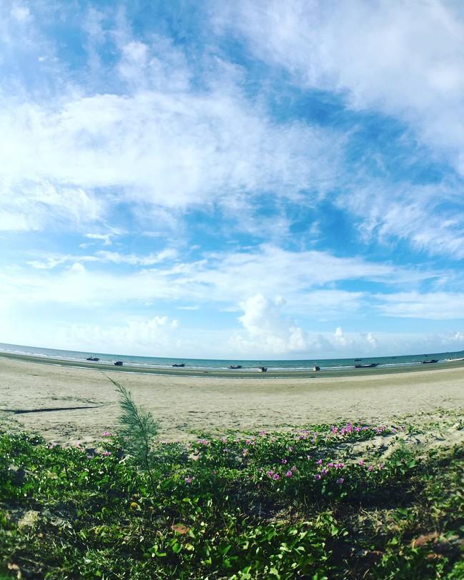 5 bãi biển vừa không cần bon chen đông đúc, vừa thoải mái đi về trong 2 ngày cuối tuần gần Hà Nội - Ảnh 1.