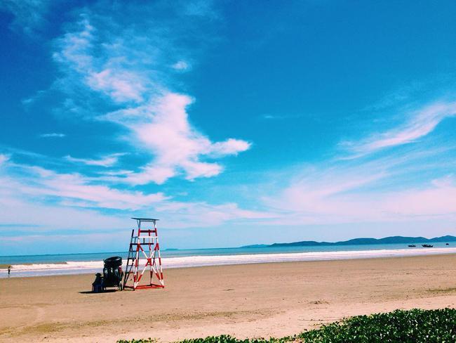 5 bãi biển vừa không cần bon chen đông đúc, vừa thoải mái đi về trong 2 ngày cuối tuần gần Hà Nội - Ảnh 2.