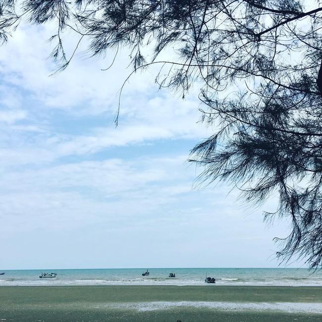 5 bãi biển vừa không cần bon chen đông đúc, vừa thoải mái đi về trong 2 ngày cuối tuần gần Hà Nội - Ảnh 4.