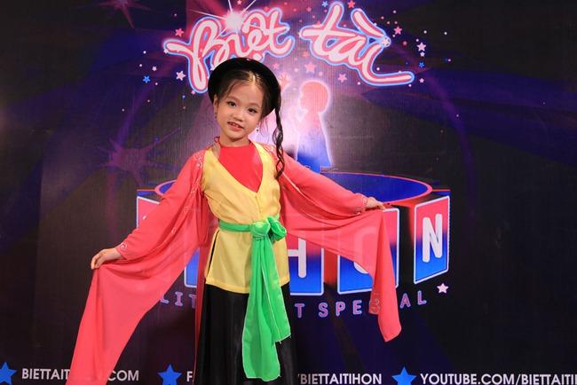 Thị Mầu 6 tuổi siêu đáng yêu khiến Mỹ Linh, Trấn Thành phát cuồng - Ảnh 3.