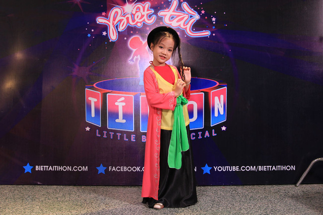 Thị Mầu 6 tuổi siêu đáng yêu khiến Mỹ Linh, Trấn Thành phát cuồng - Ảnh 4.
