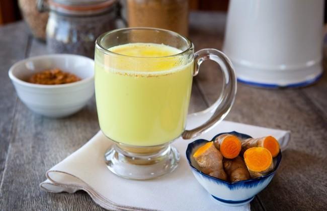 Trộn gừng, nghệ với nước cốt dừa sẽ giúp bạn detox gan ngay khi ngủ và còn nhiều hơn thế - Ảnh 1.