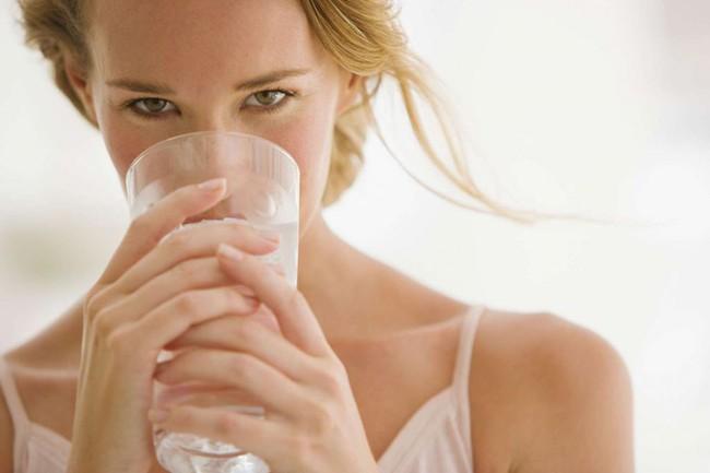 Không ngờ uống nước đá làm tăng vòng eo - Ảnh 1