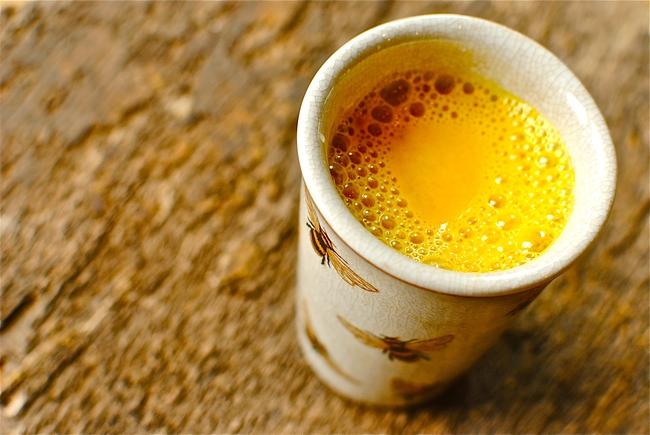 Trộn gừng, nghệ với nước cốt dừa sẽ giúp bạn detox gan ngay khi ngủ và còn nhiều hơn thế - Ảnh 2.