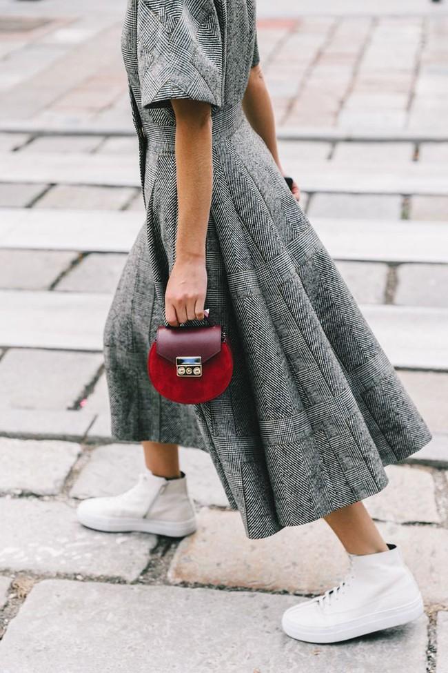 6 lý do sẽ khiến bạn bớt chần chừ mà sắm ngay một chiếc túi mini nhỏ xinh cho hè này - Ảnh 13.