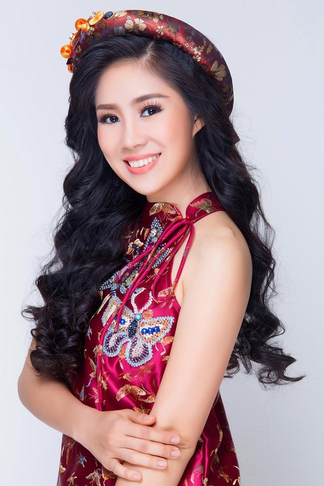 Mẹ một con Lê Phương tươi trẻ, khoe vai trần với váy yếm đỏ rực - Ảnh 5.