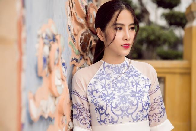 Hoa khôi Nam Em khoe vóc dáng nuột nà trong áo dài truyền thống - Ảnh 9.